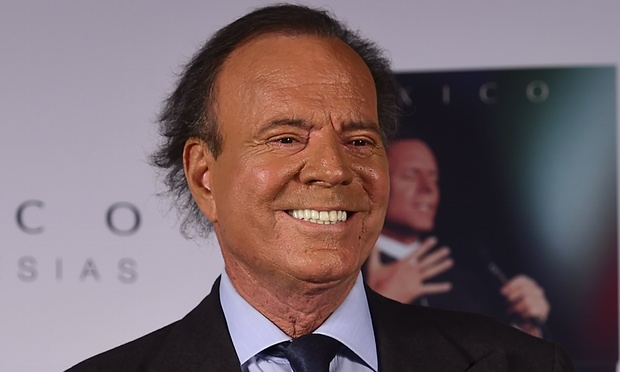 Julio Iglesias receives honorary degree from Berklee | abc13.com