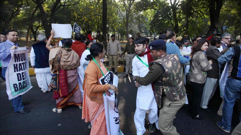 Protesting Trinamool MPs Were Stopped By Special Protection Guards In Delhi!