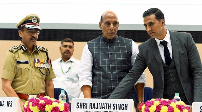Akshay Kumar with Union Minister Rajnath Singh