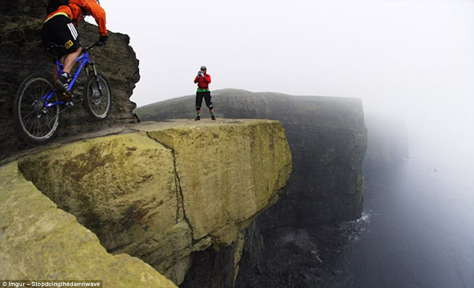 most dangerous travel photographs16