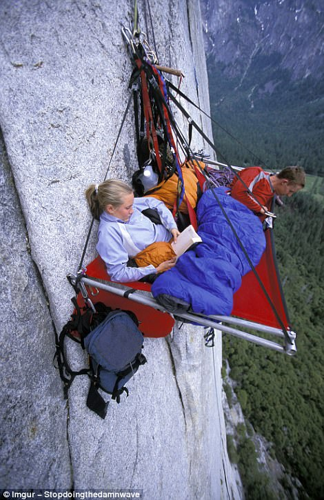 most dangerous travel photographs17