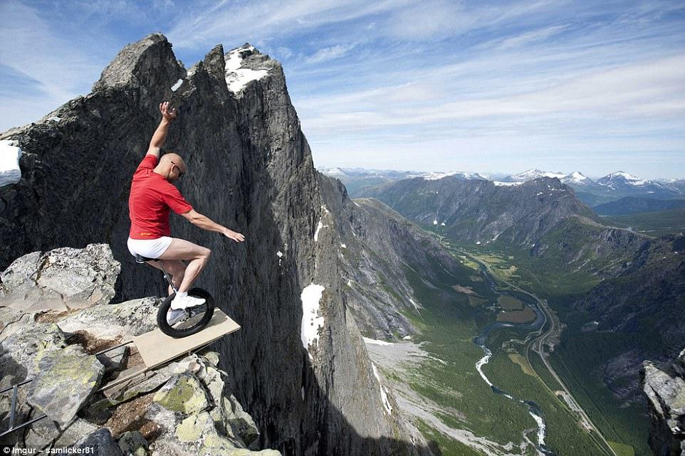 most dangerous travel photographs2
