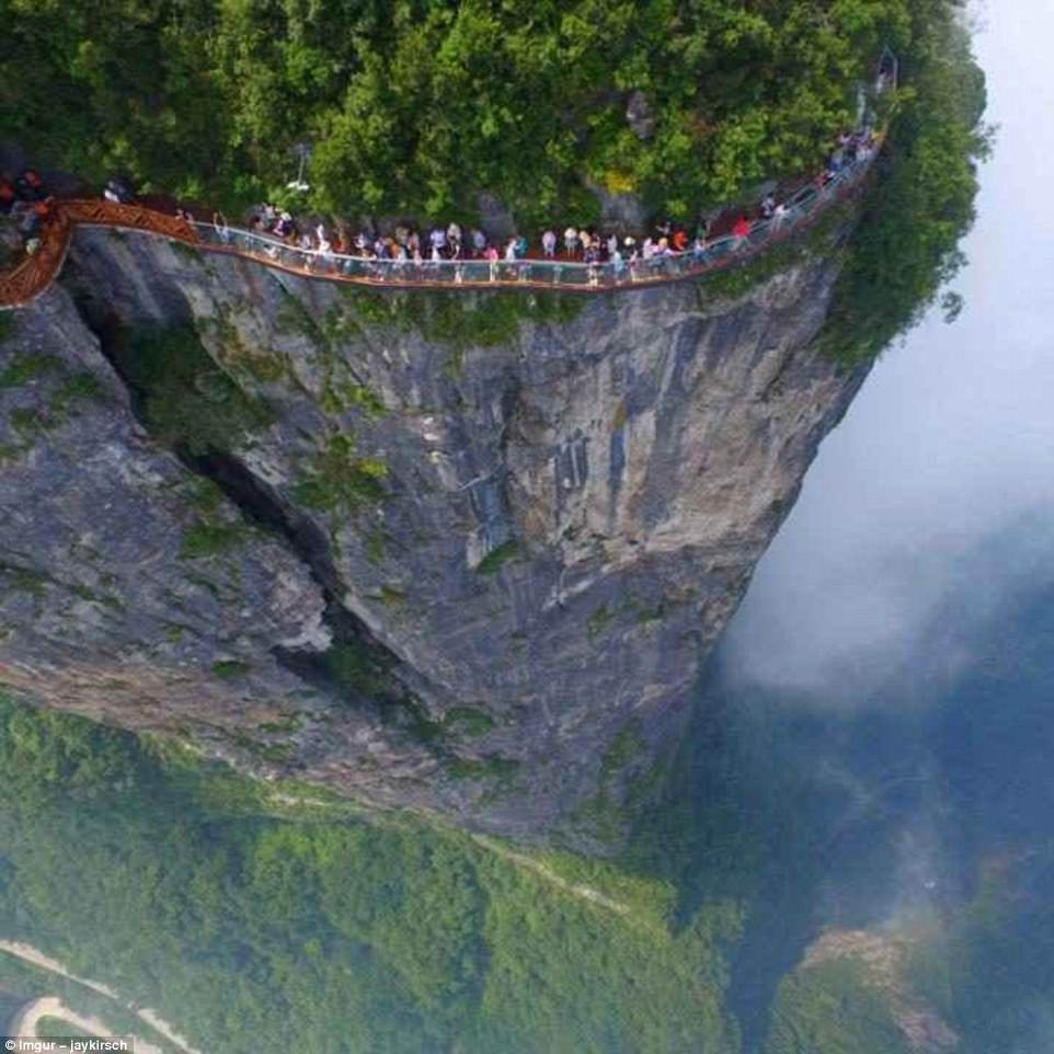most dangerous travel photographs9