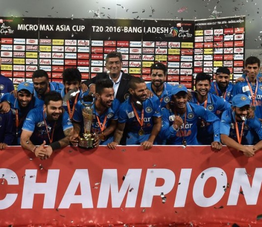 Why MS Dhoni Used To Give Trophies To Youngsters