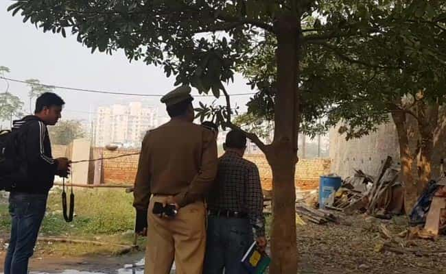 Shocking Two Sisters Found Hanging From Tree In Noida (4)