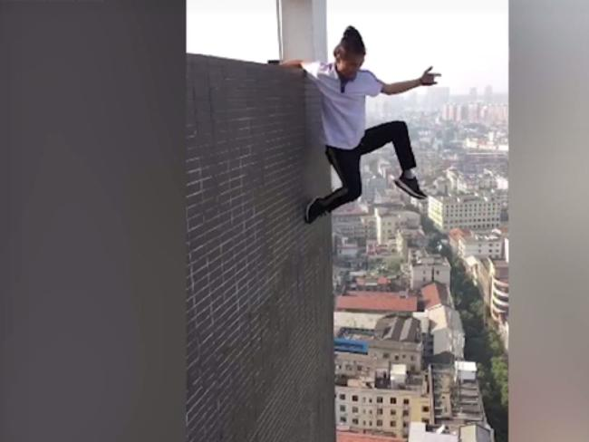 Wu Yong Ning >> Wu Yongning, A Chinese Climber Died While Filming His Skyscraper Stunt!