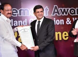 Prakash Padukone Receives 'Lifetime Achievement Award' From BAI While Deepika Breaks Down