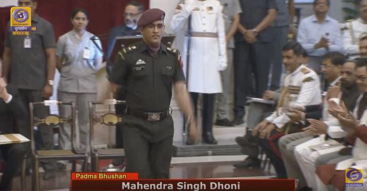 msdhoni receives Padma Bhushan