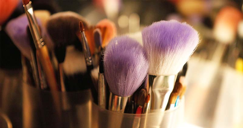clean makeup brush