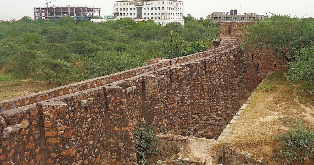 forgotten monuments of Delhi