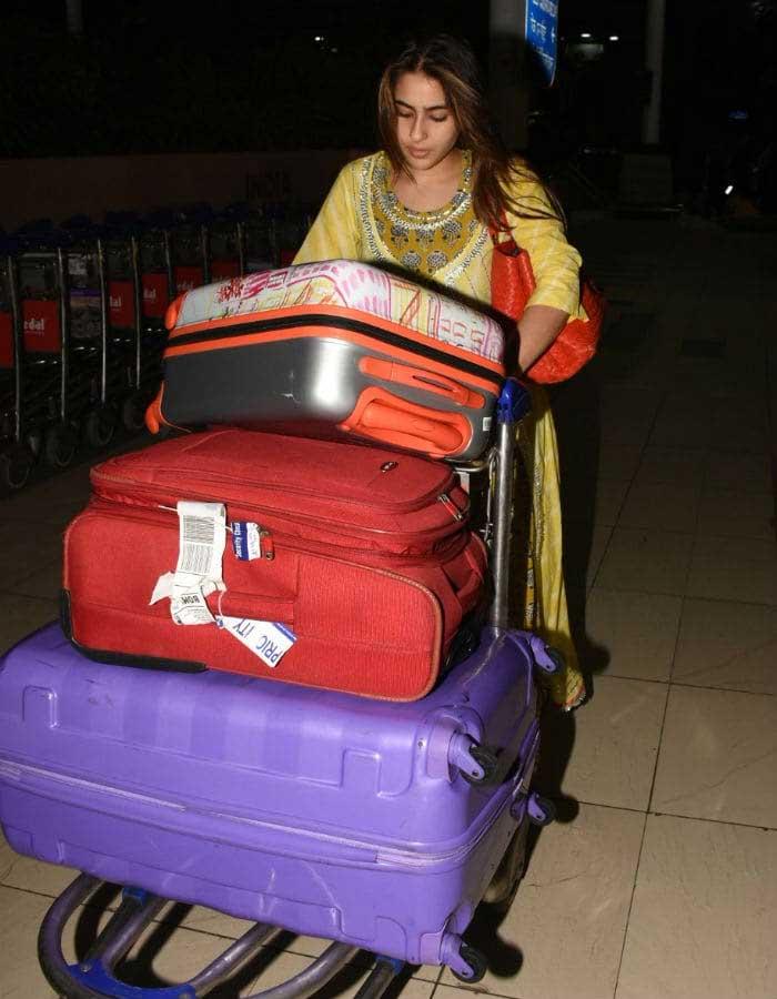 Sara Ali Khan at Mumbai airport