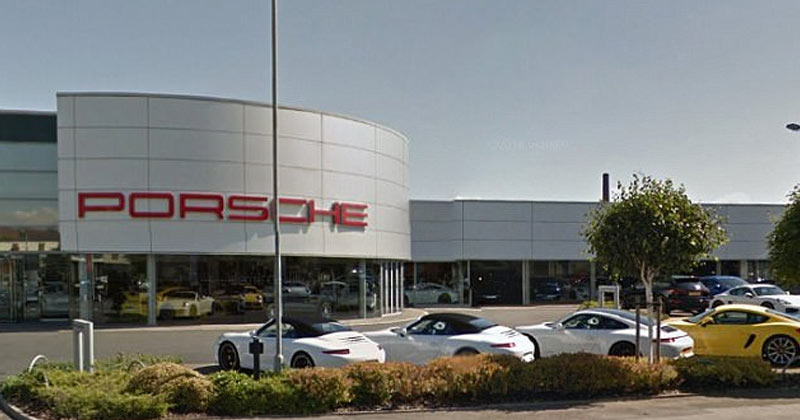 Porsche selling cars online in Germany