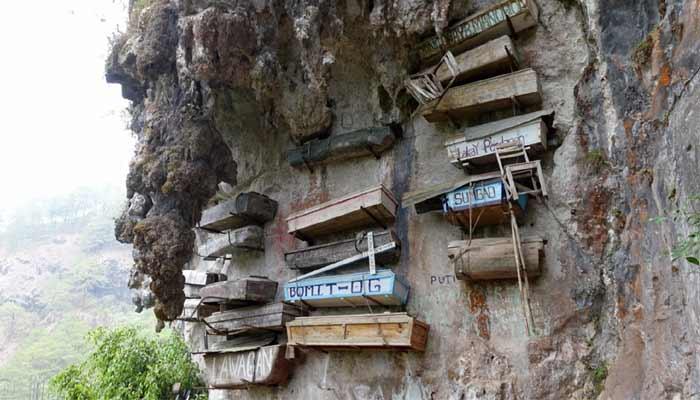 Hanging Coffins (China)