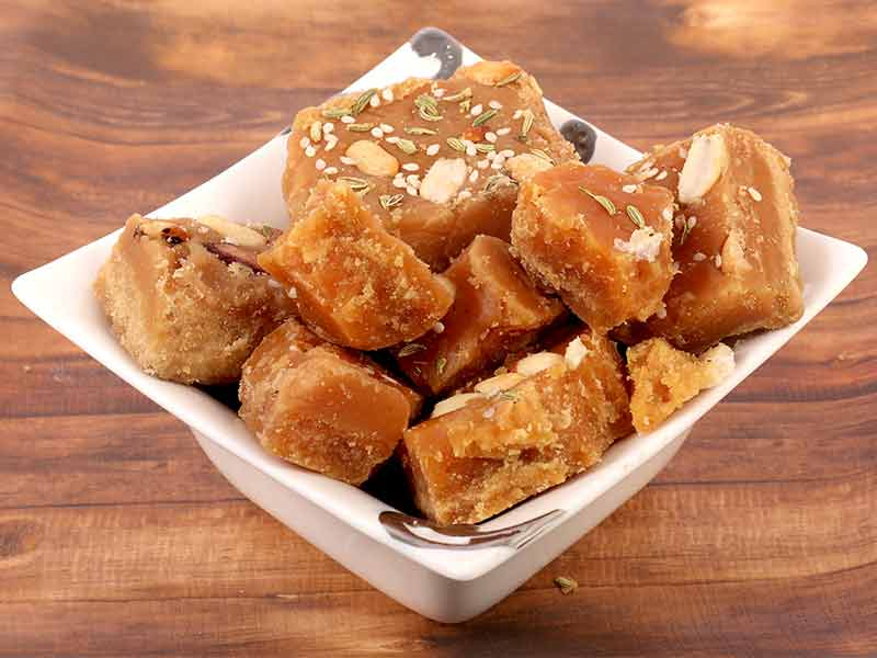 reasons to eat jaggery in winters