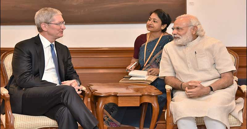 Tim Cook with Indian Prime Minister Narendra Modi