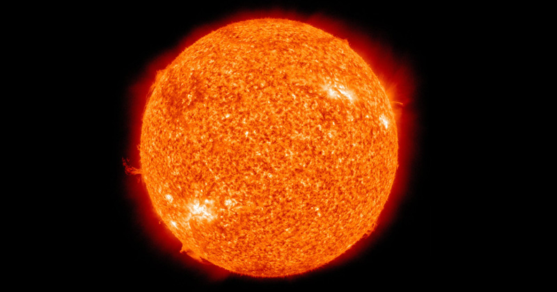 what is the color of the sun