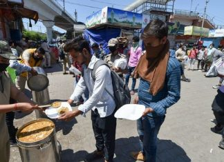 food to migrants during the Coronavirus crisis