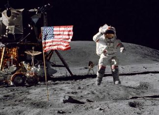 How did the Apollo mission fly to the moon