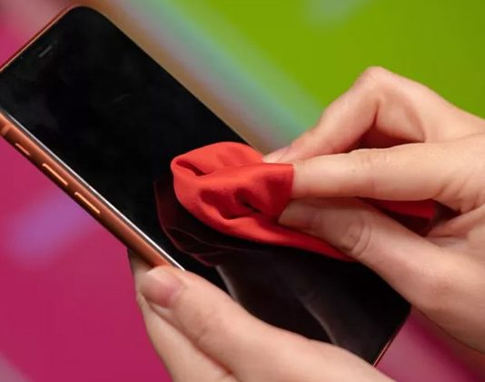 How to properly clean your smartphone