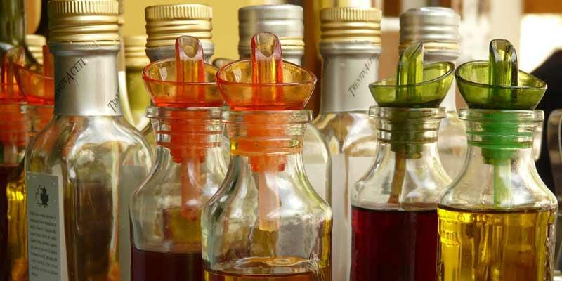 Bottles Of Vinegar Oil   Benefits And Uses Of Vinegar