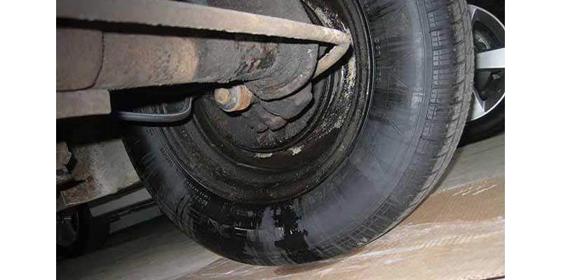 Brake Fluid Leakage | Signs of Brake Problems