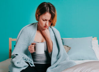Women Having Throat Pain | Home Remedies for Sore Throat