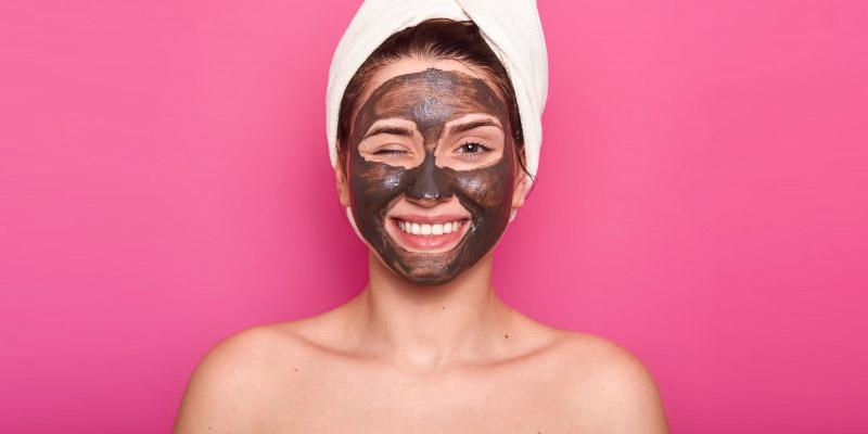 Woman with multani mitti face mask | Multani Mitti for Face Benefits
