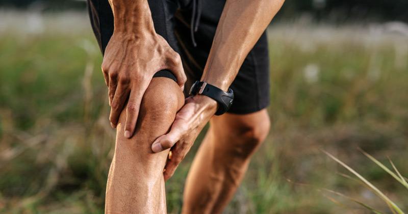 Man experiencing knee pain | yoga asana for Rheumatoid Arthritis