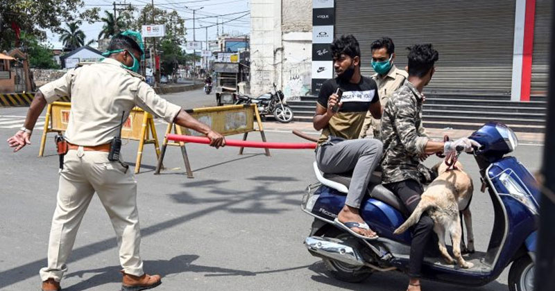 Police Personnel Questioning Scooty Rider Flouting the Lockdown in Rajasthan