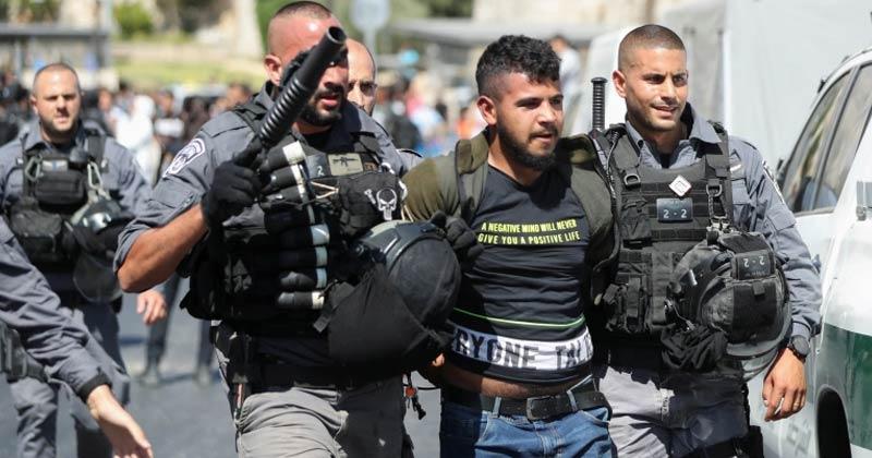 Israel arrests Palestinians